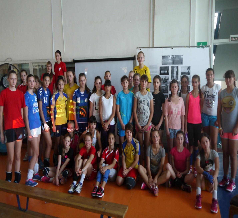 Команда девушек 2001 г.р., тренер-преподаватель Бадрединова Н.Г., Торсукова Н.М.