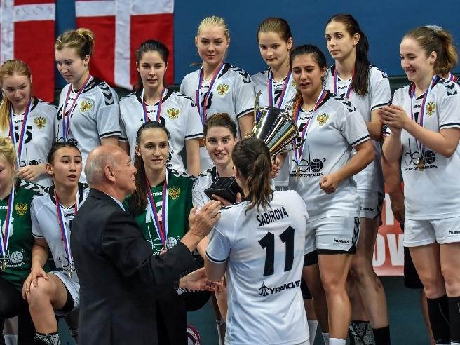 Наши  девушки – в финале Чемпионата мира по гандболу