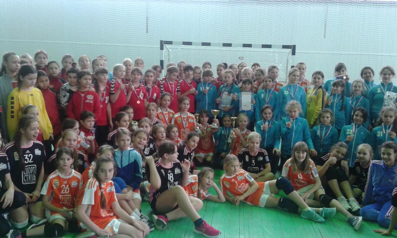 В Краснодаре прошёл новогодний турнир по гандболу среди команд девушек 2006 г.р.