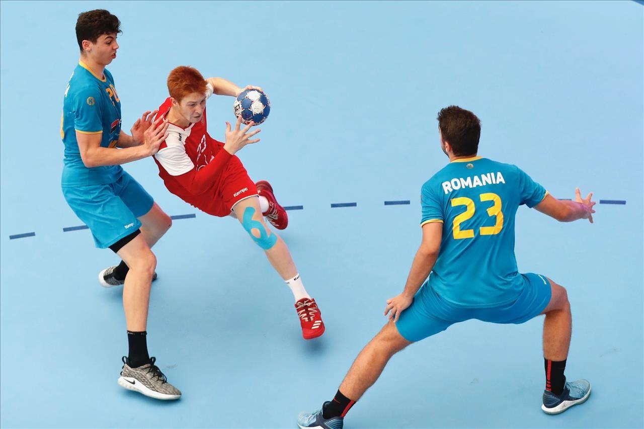Победа над юношеской сборной Румынии