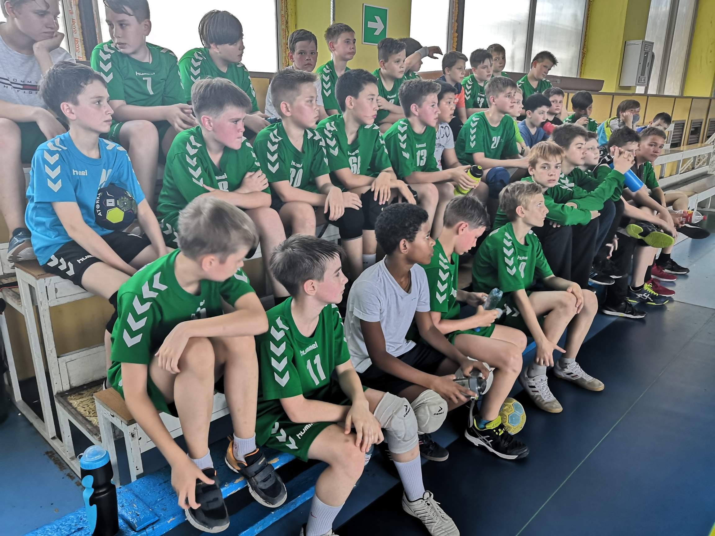 Спортсмены гандбольной школы получили порцию полезной информации.